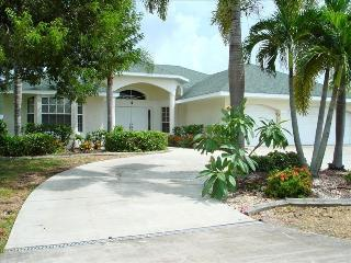 Big & Beautiful 3 BR/ 2 BA + Den ~Wifi, Pool, Cape Coral