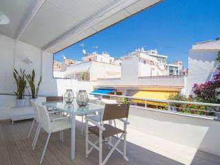 SIMP ATTIC Centrally located with two terraces, Sitges