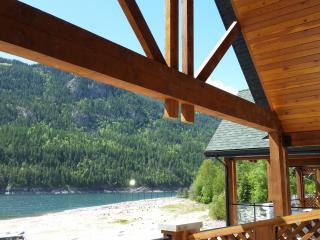 The Waterfront at Arrow Lakes - Top Floor Loft, Castlegar