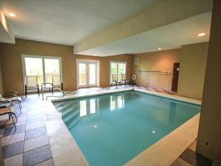 Enjoy a Private Indoor Pool and Home Theater Room - Sleeps 10!, Cosby