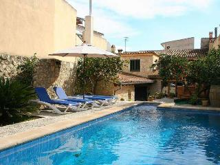 High-quality, modern holiday home with pool, Selva