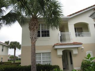 Beautiful Resort Setting Condo with All Amenities, Napels