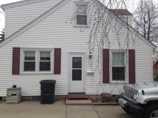 1 mile from State Fair Park ~ 3 Bedroom Home, West Allis