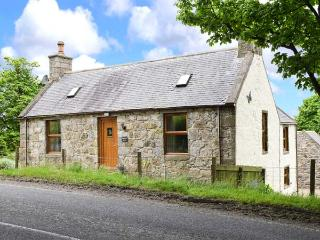 BUTTERMERE COTTAGE, stone detached cottage with WiFi, en-suite facility, private garden, good touring base near Banff, Ref 922814