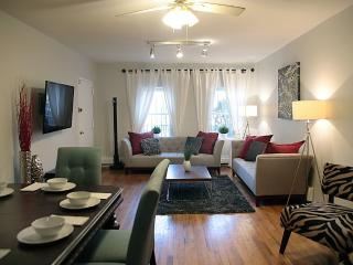 Trendy 2+ BR Apt - Private Garden Minutes from NYC, Brooklyn