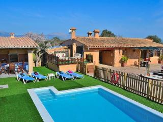 139 Nice and cozy country house with pool, Llubi