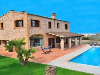 150 Attractive country house with pool, Manacor