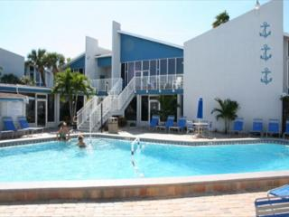 A Perfect Affordable Escape In May for Fantastic Weather on the Beach!, Madeira Beach
