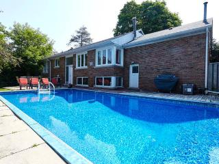 A COTTAGE+POOL OASIS IN GREATER TORONTO AREA, Richmond Hill