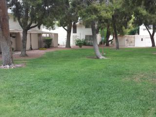 2 Bedroom Townhome Central Location, Private Patio, Las Vegas