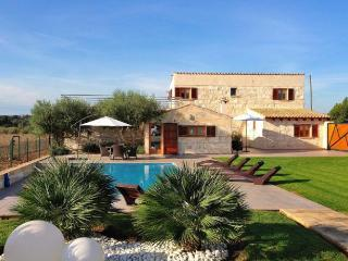 158 Beautiful, typical and rustic finca, Llubi
