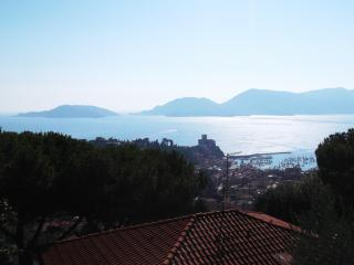Stunning View and garden - One month minimum stay, Lerici