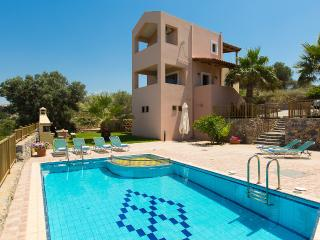 Argiro Villa I, panoramic view & pool!, Maroulas