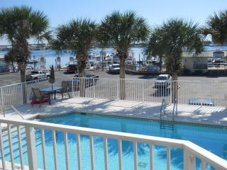 AWSOME ONE BEDROOM at the HEART of DESTIN, Destin