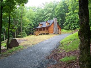 Log home close to all shopping, casino and Nature, Monticello