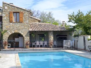 Breathtaking overlook on Vaison-la-Romaine for this caracterful restored landhouse 10p