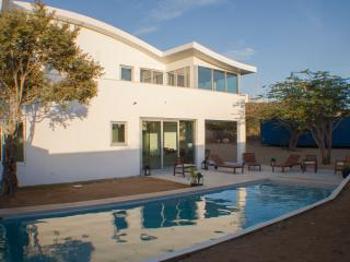 4 bedrooms & private pool & office & childfriendly, Paradera