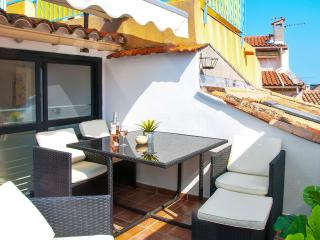 Magnificent village house in central Antibes, w air con, rooftop terrace, WiFi – minutes from beach!