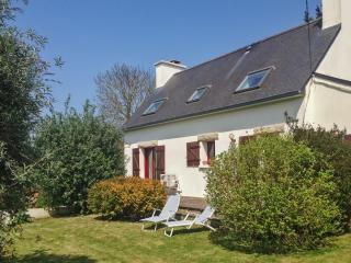 Family-friendly house near the beach in Pordic, Brittany, w/ 3 bedrooms, mature garden and WiFi, Plerin