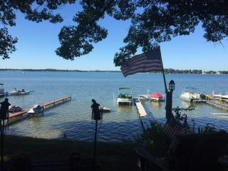 Cozy Lake Cottage, 3 Bedroom, 2 Bath, sleeps 10, Coldwater