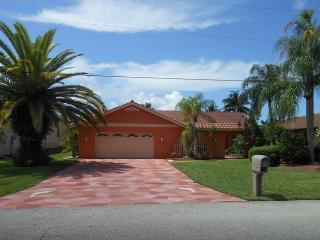 Awesome waterfront Villa, August / September SALE!, Cape Coral
