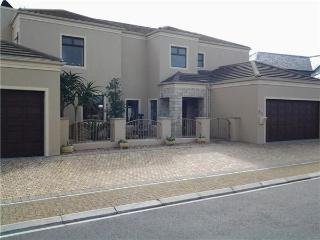 Holiday home - Big Bay, Bloubergstrand, Cape Town