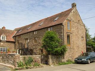 THE BARLEY STORE, luxury first floor apartment, en-suites, walks from door, ideal for a couple or small family, near Craven Arms, Ref 923764