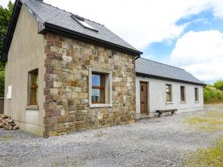 THE OLD COTTAGE, detached, solid fuel stove, garden, pet-friendly in Caher, Ref 927626