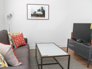 Chic 2BR Lake View Apt by Flatbook, Chicago
