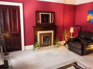 Central, spacious, groundfloor apartment, Edimburgo