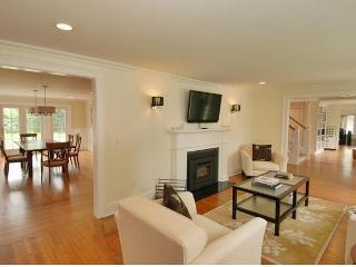 Completely Renovated With Stunning Living Room, Tolland