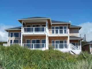 Ocean Front Luxury Home Every Room has a View!, Waldport