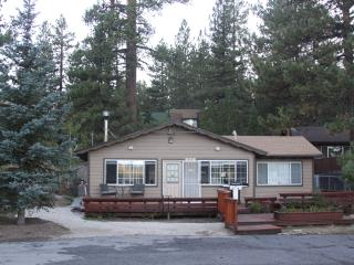 PRIVATE CLEAN CABIN WITH HOT TUB ,BBQ, WIFI,, Big Bear Lake