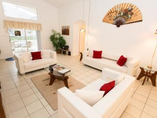 Lovely 5BR Pool/Spa Home, 3 Miles To Disney, Kissimmee