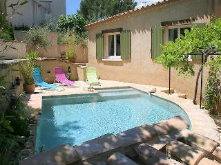 Very private location for this house 8p in Pujaut 20 min. from Avignon