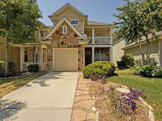 3BR/2.5BA House, Fabulous Deck, Close to Zilker, Barton Springs, and Downtown, Austin