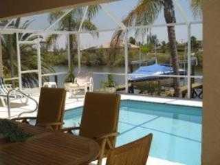 Spacious villa in southward direction, Cape Coral