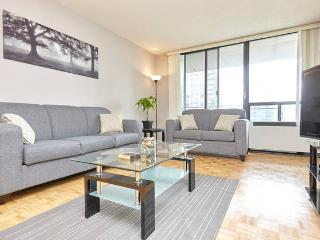 LARGE 1 bdrm fully FURNISHED + net + cable WOW! 20, Toronto