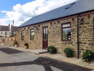 GROVE COTTAGE, woodburner, WiFi, pretty countryside and farmland, character cottage, Butterknowle, Ref. 920252, Ramshaw