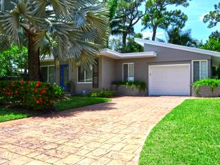 Newly Renovated Modern Home with Private Pool, Wilton Manors
