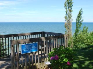 Cozy Cottage with Private Beach Access, South Haven