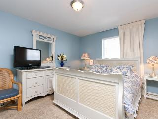 South bedroom with a queen bed