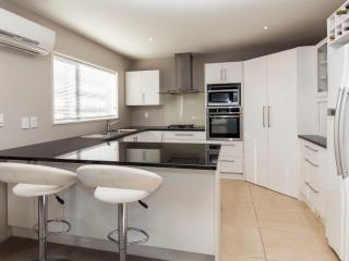 Regents Villa  - Christchurch Holiday Homes