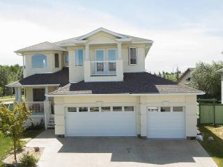 Executive House In Golf Course By West Edmon. Mall, Edmonton