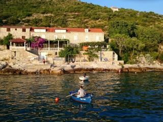 Studio with private beach and amazing views, Dubrovnik