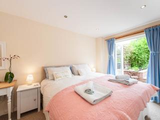 Charming 'Room On The Brae' with private entrance, Edinburgh