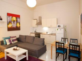 HOT SPOT OF BUDAPEST WITH TWO BED & BATHROOMS, Boedapest
