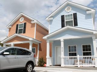 Comfortable townhouse one block to beach, Myrtle Beach