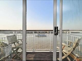 Docklands Riverside Apartment, London