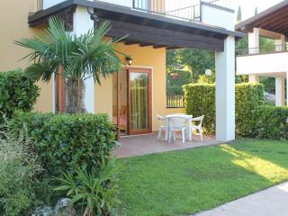 COTTAGE WITH SWIMING POOL 30 MT. FROM MAIN BEACH, Padenghe sul Garda